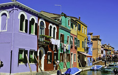 Farbenprächtiges Burano (2) - Colorful Burano ~ Explore (Kat-i) Tags: burano italien italy insel island huser buildings bunt colorful nikon1v1 kati katharina 2018