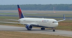 Delta N1602 - Boeing B767-300 (G-RJXI) Tags: delta airlines n1602 boeing b767300 b767 winglets berlin tegel txl eddt