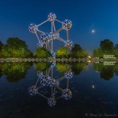 Atomium (vanregemoorter) Tags: bluehour bâtiment brussel bruxelles belgium reflet reflection
