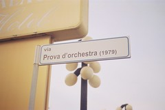 Via Prova d'orchestra (1979) (goodfella2459) Tags: nikonf4 cinestill50 35mm c41 film analog colour viaprovadorchestra1979 rimini italy street sign federicofellini manilovefilm