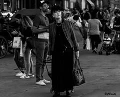 Milady (danilocolombo69) Tags: lady persone piazza danilocolombo danilocolombo69 capellino nikonclubit blackwhite