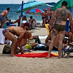 Tatts aplenty 109 (LarryJay99 ) Tags: 2018 beach streets people ftlauderdale ocean atlanticocean tattoos backs butts legs man men guy guys dude male studly manly dudes handsome horison napes swimwear barfuss barefoot headtotoe bearmen bears tatts hunks hunky profiles squatting stooping