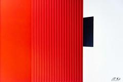 Caen_O818-23 (Mich.Ka) Tags: caen normandie abstract abstrait blanc calvados façade ligne line mur mémorial mémorialdecaen red rouge urbain urban urbancolor wall white