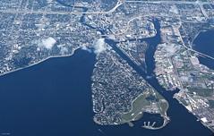 Downtown Tampa & Hillsborough River (zeesstof) Tags: zeesstof vacation photoassignment flight commercialflight houstontoorlando florida unitedairlines tampa city citycenter hillsboroughriver