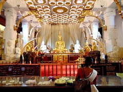 Save a prayer (° cris ° (searching for testimonials :)) Tags: kandy temple gold oro tempio tooth dente relic srilanka asia pray prayer praying preghiera flickraward platinumheartaward