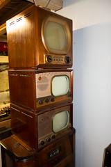 Antique Admiral and General Electric TVs (quinet) Tags: 2018 antik britishcolumbia canada heritageacres saanichton ancien antique 124