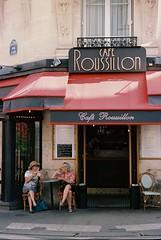 Rue Cler (bingley0522) Tags: bessat voigtlanderheliar75mmf25 portra160 ruecler paris parisheatwave sidewalkcafe cafe coffee morningcoffee ordinarythings commonplacethings autaut