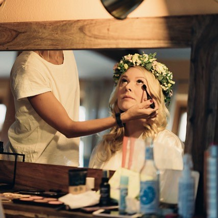 "Getting Ready @the_white_barn_berlin mit @kathi_charlottenburg #barnwedding #thewhitebarn #scheunenhochzeit #hochzeitsreportage #photography #weddingphotography #braut #bridetobe #gettingready • <a style=""font-size:0.8em;"" href=""http://www.flickr.com/photos/83275921@N08/43907706335/"" target=""_blank"">View on Flickr</a>"