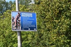 """""""Gedragscode"""" voor racefietsers (TedXopl2009) Tags: racefiets regels bord"""