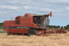 Deutz Fahr M2680 Combine Harvester cutting Winter Barley (Shane Casey CK25) Tags: deutz fahr m2680 combine harvester cutting winter barley castletownroche samedeutzfahr deutzfahr sdf df red grain harvest grain2018 grain18 harvest2018 harvest18 corn2018 corn crop tillage crops cereal cereals golden straw dust chaff county cork ireland irish farm farmer farming agri agriculture contractor field ground soil earth work working horse power horsepower hp pull pulling cut knife blade blades machine machinery collect collecting mähdrescher cosechadora moissonneusebatteuse kombajny zbożowe kombajn maaidorser mietitrebbia nikon d7200