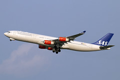 LN-RKP (JBoulin94) Tags: lnrkp sas scandinavian airlines airbus a340300 washington dulles international airport iad kiad usa virginia va john boulin