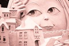 Gib mir die Hand, ich bau dir ein Schloss aus Sand (Nathalie_Désirée) Tags: ludwigsburg germany badenwuerttemberg blühendesbarock garden park castle architecture sandcastle artistic sculpture art child eye eyes story fantasy tinted monochrome bichrome colorless nocolor macro closeup canoneos600d detail details canon50mm f18 kevincrawford