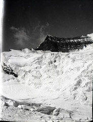 AJG.B2A10.071 (American Alpine Club Photo Library) Tags: mountrobson robsonglacier glaciers mountrobsonprovincialpark canada ridges