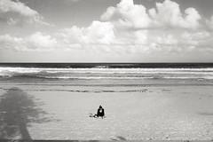 solitude, Manly beach 2016  #273 (lynnb's snaps) Tags: 35mm bw400cn c41 ltm leica leicaiiic manly bw beach film 2016 summer solitude girl woman clouds surf waves sand manlybeach queenscliff leicafilmphotography cv35mmf25colorskoparltm kodakfilm chromogenicfilm blackandwhite bianconegro blackwhite bianconero biancoenero blancoynegro noiretblanc monochrome schwarzweis ishootfilm sydney australia horizon ocean pacific coast eastcoast ©copyrightlynnburdekinallrightsreserved