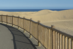 Fence, sand and sea (Jan van der Wolf) Tags: map168139v duinen dunes fance sea seascape landscape grancanaria fence hek hekwerk shadowplay shadow shadows schaduwen schaduwspel sand zand maspalomas