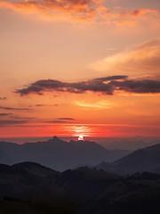 La Gruyère - Jaun / Ref.02358 (FRIBOURG REGION) Tags: suisse switzerland schweiz fribourgregion fribourgrégion lagruyère jaun grandtourdesvanils été sommer summer préalpes voralpen prealps alpes alpen alps montagne mountains berge leverdesoleil sky ciel sunrise himmel sonnenaufgang landschaft paysage landscape