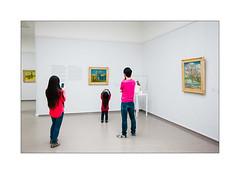 Phones 'n roses. (Scubaba) Tags: europe paysbas couleurs colors rose musée museum visiteurs visitors van gogh