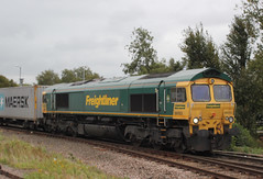 Freightliner . 66553 . Ely Station , Cambridgeshire . Thursday 20th-September-2018 . (AndrewHA's) Tags: cambridgeshire ely railway station freightliner class 66 diesel locomotive loco 66553 4l93 birmingham lawley street felixstowe container intermodal freight train gm general motors fred