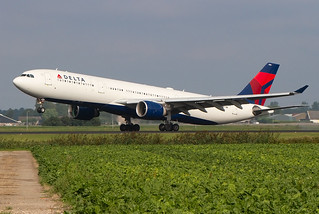 N806NW, Airbus A330-323, Delta Airlines @ Amsterdam Schiphol