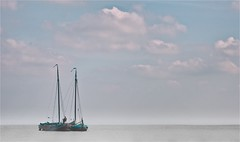 WIMPELS (bert • bakker) Tags: 2fishingboats 2botters durgerdam nederland thenetherlands water meer lucht sky boten boats nearamsterdam bijamsterdam waterland nikon85mm18g
