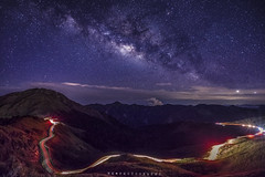 合歡山 (王宇信) Tags: 台灣 南投 合歡山 主峰 車軌 瑪雅平台 銀河 星空 taiwan nantou starrynight sony a7m2 a7ii mountains summer nature hehuanshan view landscape expoler traveltaiwan photography longexposure fe1635 fe55 milkyway