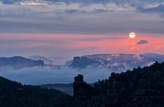 Sonnenaufgang Elbsandsteingebirge (lebastian) Tags: panasonic dmcgx8 lumix g vario 45150f4056 elbsandsteingebirge saechsische schweiz mountain hdr aurora