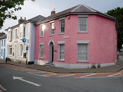 Aberaeron (Dubris) Tags: wales cymru ceredigion aberaeron town architecture building house pink corner
