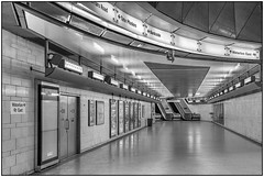 180814-0944 SOUTHWARK UNDERGROUND CONCOURSE (28HR) Tags: tatemodern museum london city southbank underground tube station southwark architecture monochrome blackwhite steel stainlesssteel