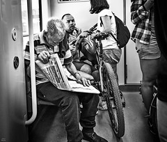 Oporto-tren bn (Joaquín Mª Crespo) Tags: byn blackwhite bw blackandwhite callejeo urban travels train oporto portugal people portrait newspaper fuji xpro2 xf1024 candid