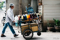 Mobile Drinks (D. R. Hill Photography) Tags: bangkok thailand thai asia southeastasia street streetphotography vendor seller drink mobile d750 nikon nikond750 nikon50mmf14g 50mm nikon50mm primelens fixedfocallength