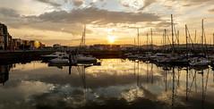 Atardecer en el puerto deportivo de Gijón. Panorámica. (David A.L.) Tags: asturias asturies gijón agua puertodeportivo puerto panorama panorámica barco barcos velero sol solponiente atardecer puestadesol