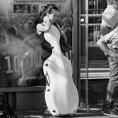 become one (every pixel counts) Tags: 2018 berlin mitte street people cello billboard everypixelcounts blackandwhite 11 mobiledevice city bw germany smartphone europa square blackwhite waiting cellularphone celular mobile móvil eu musician music publictransport berlinalive busstop