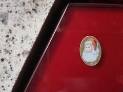 morgen Kinder wird's was geben (raumoberbayern) Tags: munich münchen subway ubahn weihnachtsmann santaclaus robbbilder urbanfragments sticker staircase treppenaufgang