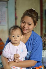 mother and child (the foreign photographer - ฝรั่งถ่) Tags: mother baby child sitting khlong thanon thailand portraits bangkok bangkhen nikon