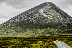 Just walking on the road (*Capture the Moment*) Tags: 2018 ai clouds farbdominanz hikearoundcroaghpatrick himmel ireland irland landscape landschaft lumlook sky sonya6300 sonye18200mmoss sonyilce6300 wetter wolken cloudy green grün wolkig