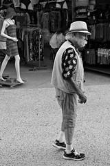 (Gérard Barré) Tags: shot soulsoulstreet streetshoot decisive moment street portrait scene girl boy photographie soul faces creatives camera eye lens montpellier france city candid people gens rue musée museum plage beach concert group groupe dog chien animal love glasses legs selfie art streetshooter be
