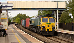Freightliner class 66/5 no 66548 at Alfreton Station on 05-09-2018 with the Leeds to Southampton Intermodal (kevaruka) Tags: tupton bridge alfreton station derbyshire 37025 37610 37884 class 37 tractor syphon english electric england british rail network colour colours color colors colas freight rog operations group heritage historic sun sunshine sunny day summer september 2018 canon eos 5d mk3 70200 f28 is mk2 5d3 5diii yellow blue green trees composition flickr thephotographyblog telephoto trains front page train railroad