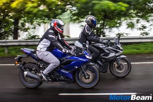 Yamaha-R15-V3-vs- Bajaj-Pulsar-RS-200-5