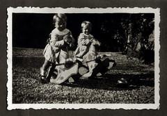 I gemelli sui cavallucci a dondolo - Vicenza autunno 1936 (dindolina) Tags: italy italia veneto vicenza giardino garden 1936 thirties annitrenta 1930s vintage gemelli twins vignato family famiglia history storia