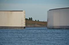 Sluiting Maeslantkering (Hugo Sluimer) Tags: maeslantkering sluitingmaeslantkering portofrotterdam zuidholland holland nederland onzehaven