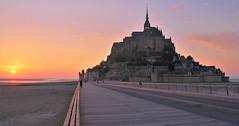 Mont Saint-Michel (hervétherry) Tags: france normandie bassenormandie manche montsaintmichel canon eos 7d efs 18200 mont saintmichel baie coucher soleil sunset