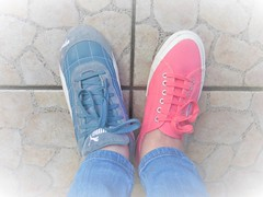 Happy Feet? (Hannelore_B) Tags: schuhe shoes blau blue rosa pink happyfeet smileonsaturday