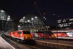 London Kings Cross 17/08/2018 (Brad Joyce 37) Tags: passenger train diesel electric class43 class91 hst eastcoastmainline ecml knee dark night london londonkingscross 43312 43318 91132