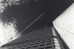 20180621-DSC4618 (A/D-Wandler) Tags: frankfurt deutschland frankfurtammain hochhaus himmel wolken wolkenkratzer metall fenster monochrom einfarbig geometrisch silberturm chemtrails flugzeug fassade architektur linien gebäude