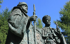 Moscow, The monument to the Russian Tsars Mikhail Fedorovich (first tsar of Romanovs) and Nikolai II (Romanov, last tsar of Russia) on territory of Novospassky Monastery, Tagansky district. (sacalevic) Tags: christianity христианство православие orthodoxy русь russia россия москва moscow russland russie rusia russian federation rf moskau moscu монастырь church monastery holy novospassky рф ロシア モスクワ архитектура architettura architecture arquitetura moskwa rosja موسكو moszkva oroszország moskou rusland μόσχα ρωσία მოსკოვი moskva מוסקבה רוסיה מאָסקווע 俄罗斯 莫斯科 모스크바 러시아 moscova русија rusko rusija rusya rossiya venäjä मास्को रूस ryssland moskvo rusio venemaa новоспасский romanovs monument russiantsars tsars цари русскиецари monumenttotsars nikolaiii mikhailfedorovich tsarmikhailfedorovich romanovnikolaiii nikolairomanov таганскийрайон taganskydistrict