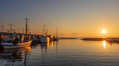 En ny dag (Cajofavi) Tags: fs180902 start fotosondag fiskehamn bläsinge öland sweden båt soluppgång sunrise vatten fishingport reflection water