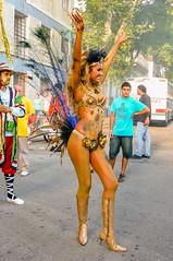 2010-02-06 Desfile de Llamadas en Montevideo (04) - Giannina Silva war 2007 Miss Uruguay und Miss Latin America. Waehrend des Karnevals fungiert sie als 'Vedette' (eine Art Primaballerina) der Candombe-Gruppe 'C 1080', die von ihrem Grossvater gegruendet (mike.bulter) Tags: vedette misslatinamerica misslateinamerika missuruguay karneval carnival umzug parade karnevalsumzug desfiledellamadas frau gianninasilva menschen montevideo people southamerica suedamerika uruguay woman barriosur ury carnaval