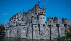2018 - Belgium - Gent - Gravensteen Castle (Ted's photos - Returns Late November) Tags: 2018 belgium cropped ghent nikon nikond750 nikonfx tedmcgrath tedsphotos vignetting hetgravensteen hetgravensteenghent ghenthetgravensteen gravensteencastle ghentgravensteencastle gravensteencastleghent castle ghentbelgium bluesky blue water moat