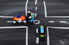 Autounfall mit Spielzeugautos. Symbolbild (marcoverch) Tags: crossroads road carcrash car roadtrip toy crash repair mechanic auto vehicle fahrzeug noperson keineperson transportationsystem transportsystem competition wettbewerb strase race rennen desktop drive fahrt traffic derverkehr action aktion asphalt fast schnell track spur street sport technology technologie people menschen speed geschwindigkeit hurry eile north air coffee abandoned wasser cityscape zoo flora sunshine happy autounfall spielzeugautos symbolbild