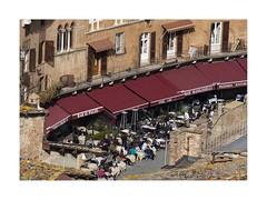 Il Palio (W Gaspar) Tags: siena tuscany italia italy toscana people café restaurant bar sunny life europe europa urban nikon nikkor v1 travel photoborder street